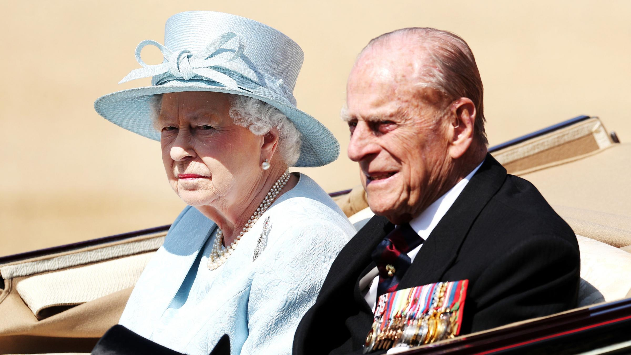 Queen praises a country 'resolute in the face of adversity'